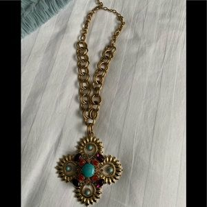 NWOT Gorgeous statement-making golden necklace